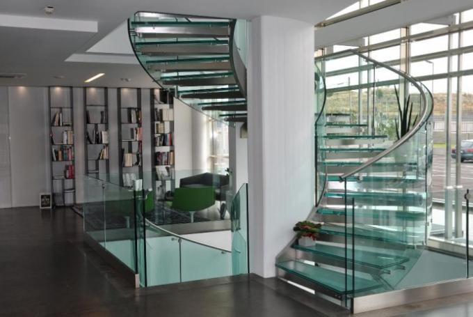 Laminated Tread Glass Building Curved Stairs Steel Wood For Shopping Mall