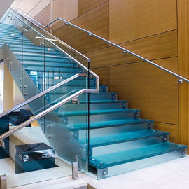China Residential Commercial Steel Stringer Unti - Skid Frosted Glass Stair Stainless Steel Glass Staircase supplier