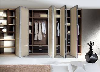China Walk In Closet Customized Wardrobe Furniture With Accessories supplier