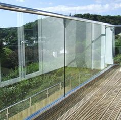China Frameless Building Railing Powder Coating Surface Treatment For Exterior Balcony supplier