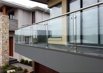 China Customized 316 Stainless Steel And Glass Balcony Railings Outdoor Modern Design supplier