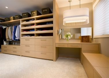 China Modern Design Walk In Closet Wardrobe Plywood MDF Material Custom House Furniture supplier