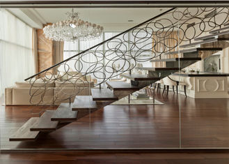 China Straight Flight Glass Stair Railings Staircase Interior With Solid Wood Tread supplier