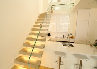 China Modern Glass Floating Steps Staircase Solid Wood Treads Villa Design For Residential supplier