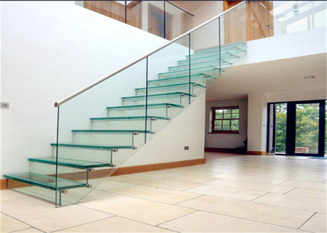 Closed Riser Straight Floating Steps Staircase / Floating Spiral Staircase