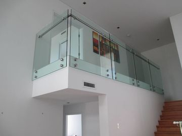 China 12mm Thickness Frameless Glass Railing For Apartment Balcony Side - Mounted Position factory